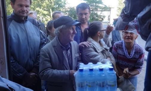 Горожане собрали для нуждающихся людей тонну питьевой воды
