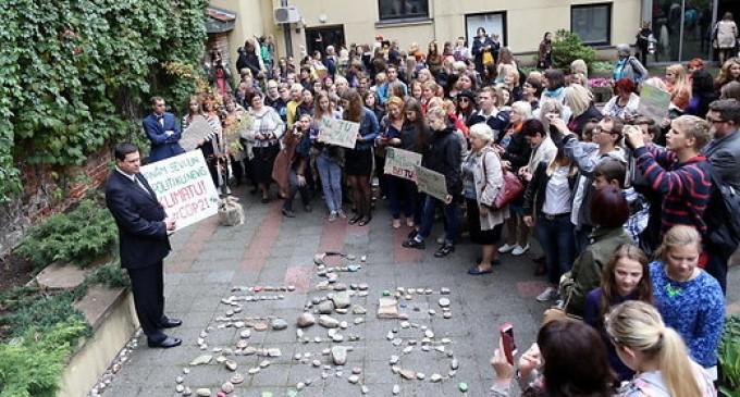 В Риге прошло шествие для привлечения внимания к изменению климата