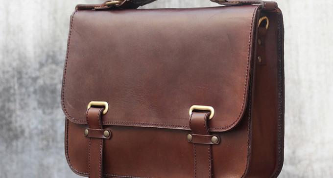 Семейная пара вернула бизнесмену портфель с миллионом рублей