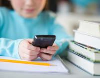 Большинство родителей проверяют аккаунты своих детей в соцсетях