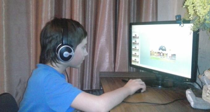Мальчик, страдающий аутизмом, рисует мультики для МЧС
