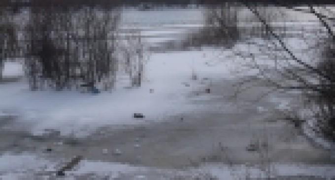 Молодые люди спасли, провалившуюся под лёд, девочку