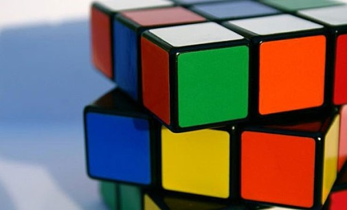Студент БГУ побил национальный рекорд по скоростной сборке кубика Рубика одной рукой