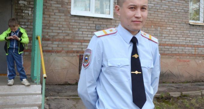 В Братске полицейский поймал выпавшего из окна пятилетнего ребенка