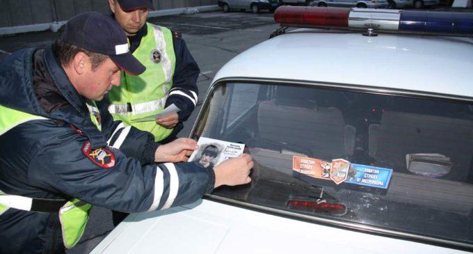 Наклейки «Работайте, братья» появились на полицейских машинах Новосибирска