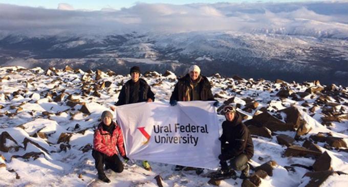 Студенты забрались на 900-метровую высоту, чтобы обустроить метеостанцию для туристов