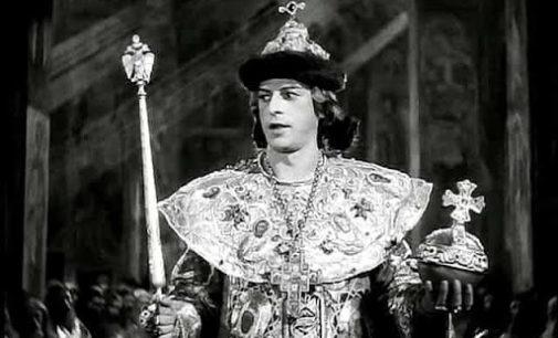 Иван Васильевич меняет корону…