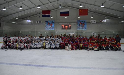 На турнире «Добрый лед» встретились юные амурские и китайские хоккеисты