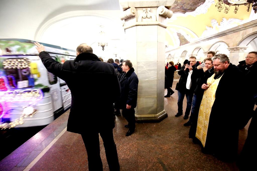 moskva-metro-rozhdestvo-vagon-3