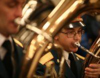 Военный оркестр выступил в московском метро в честь Дня защитника Отечества