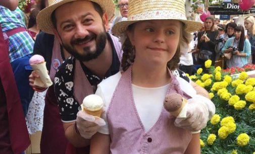 Веселые мороженщики: знаменитости встали за прилавки ГУМа, чтобы помочь детям
