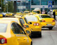 Честный таксист вернул пассажирке сумку с бриллиантами в Пулково
