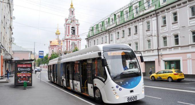 По Москве да на… электробусе…