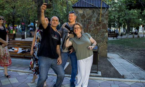 Добро случилось: народному фотографу вручили долгожданную камеру