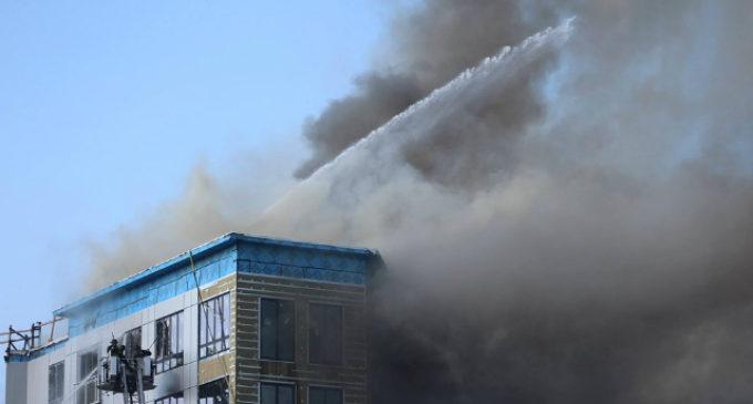 Житель Новосибирска получит медаль за спасение 20 соседей при пожаре