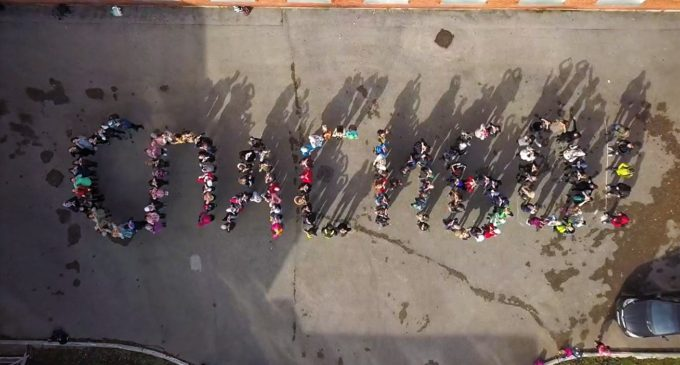 Пермские школьники выстроились в огромное «спасибо» для учителей