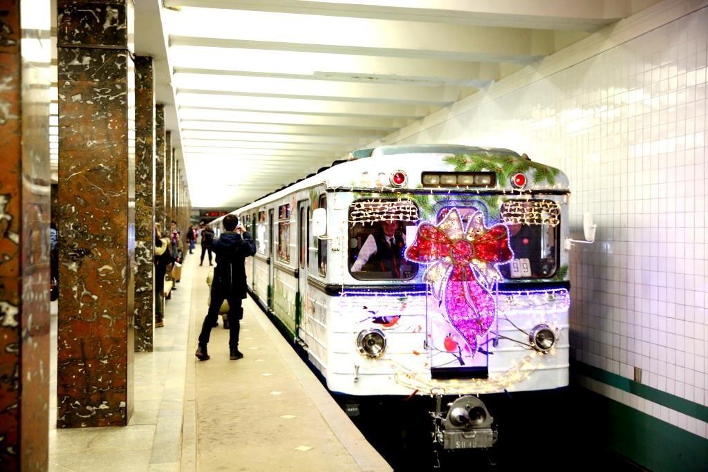 Москва-метро-новогодний поезд-2