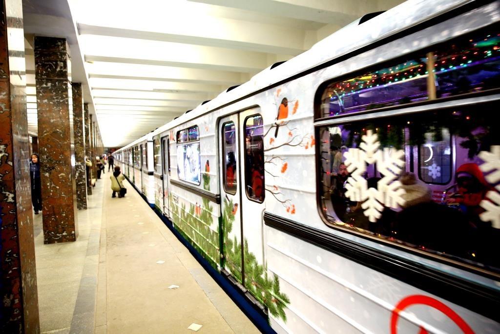 Москва-метро-новогодний поезд-3