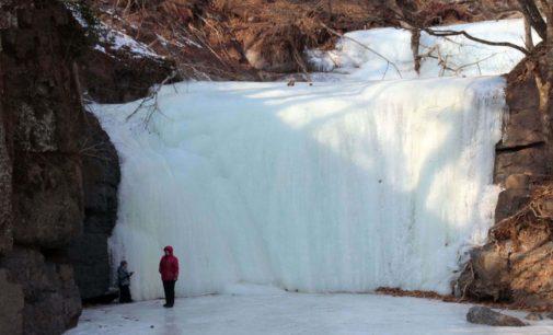Кравцовские водопады привлекают туристов даже зимой