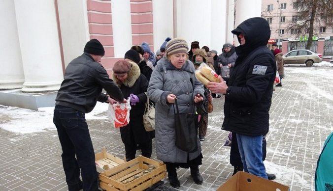 Калужский предприниматель раздаёт хлеб пенсионерам. «Я хочу помогать людям»