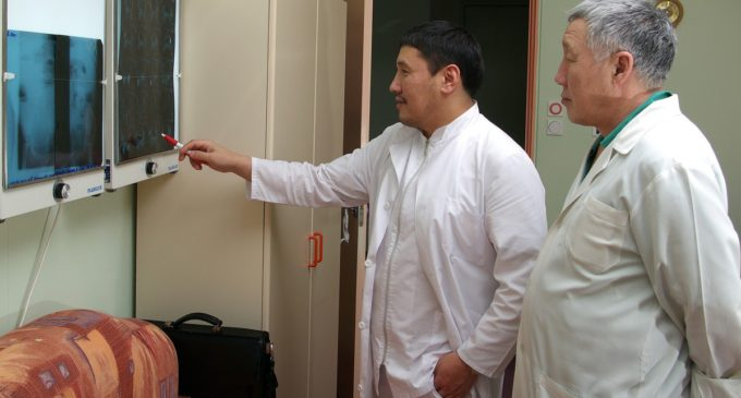 Министр здравоохранения Якутии спас жизнь человеку на борту самолета