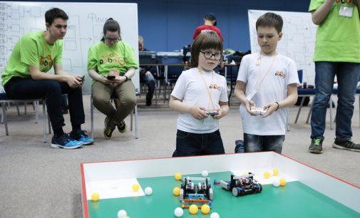 Юные конструкторы роботов померились мастерством