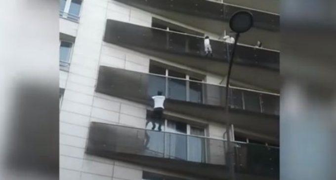 Во Франции чествуют малийца, который влез по балконам на пятый этаж, чтобы спасти ребенка