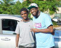Сотрудники радиостанции подарили школьнику автомобиль за его «сознательность и стойкость»