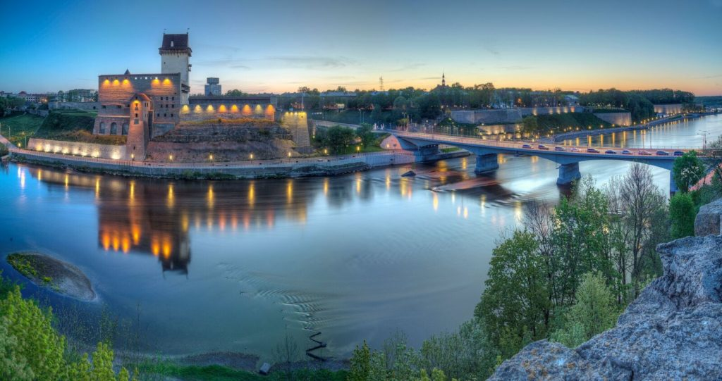 Narva-Castle-and-river_bySergeyChetvertnoy-1_preview