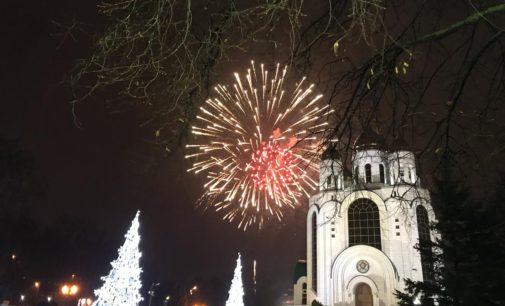 Песни, танцы, детский смех на главной площади Калининграда…