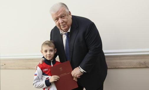 Глава Находки Борис Гладких поздравил юных спортсменов с победой на международном турнире по тхэквондо