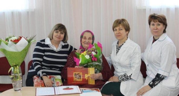 Обитательница Балаковского дома-интерната отметила 90-летний юбилей
