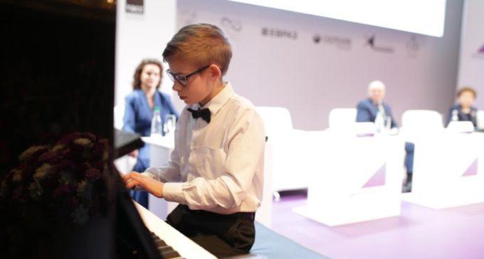 Школы искусств Кузбасса получат 82 пианино в рамках нацпроекта «Культура»