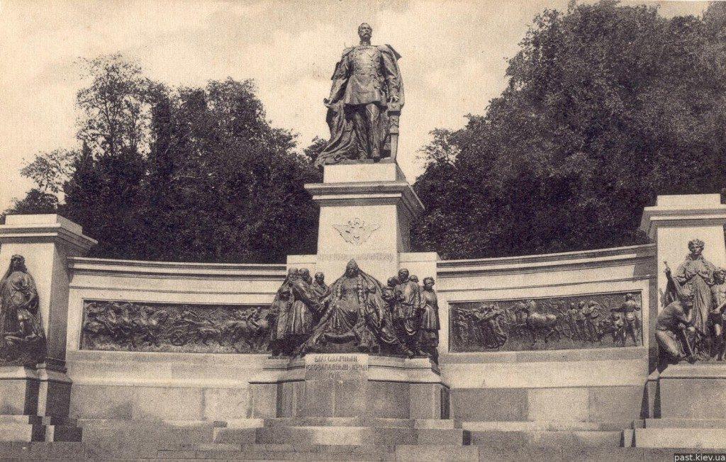 1692 памятник-александру-ii фото старого киева 1912 год-1024x652