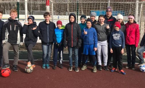 Санкт-Петербург: Весенний футбол среди дворовых команд