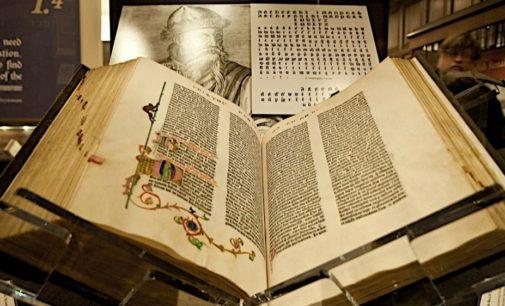 Единственный в России пергаменный экземпляр Библии представят в Москве