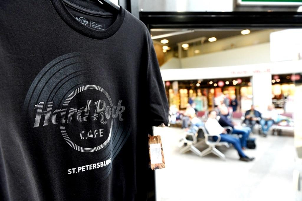 Это первый в России Rock Shop в терминале аэропорта
