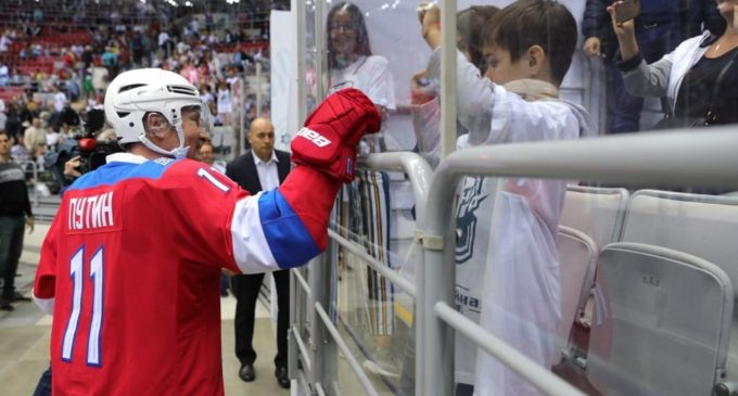 Президент России сыграл в матче Ночной хоккейной лиги в Сочи