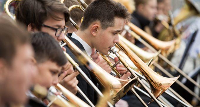 Впервые в Югре: концерт духовой музыки прошёл под открытым небом