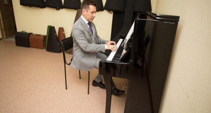 Новые музыкальные инструменты закупили для школ искусств в Сургуте