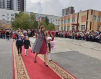 Сразу семь пар двойняшек и одна тройня пошли в первый класс одной из школ Сургута