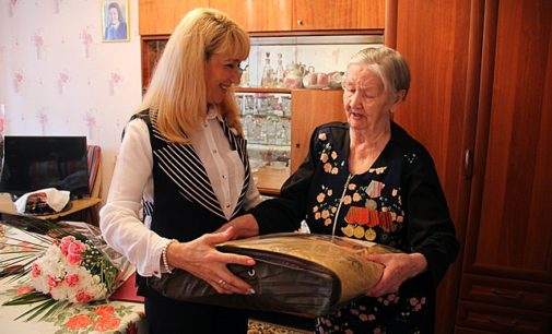 Жительницу Сыктывкара поздравили с 90-летием от имени Президента России