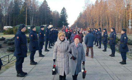 Ветераны встретились у мемориала «Разорванное кольцо»