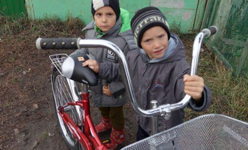 В Омской области 86-летний ветеран купил велосипед в подарок многодетной матери