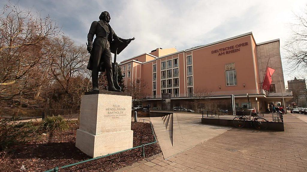 felix-mendelssohn-bartholdy-statue-dusseldorf-footage-022696363_prevstill