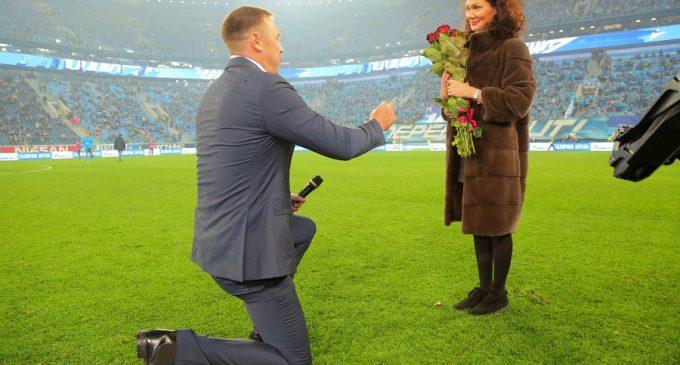 ТНТ помог сделать предложение во время футбольного матча
