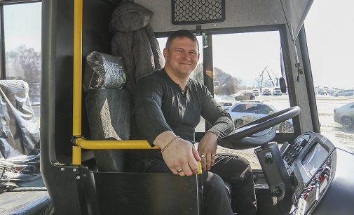 Новый школьный автобус поступил в распоряжение школы № 18 во Врангеле