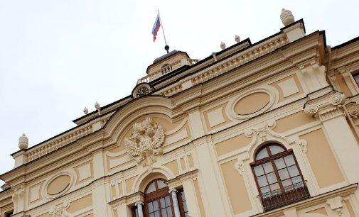 Изящный «конкурент» Петергофа отмечает юбилей. Константиновскому дворцу 300 лет…