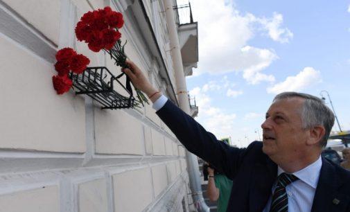Глава региона почтил память руководителя партизан