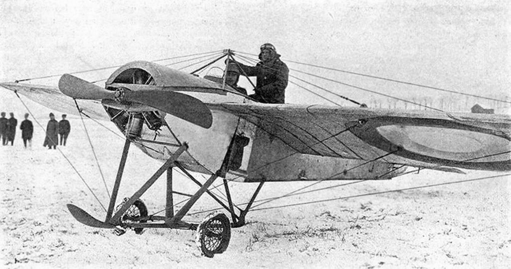 Наши летчики. Перед отлетом на разведку_Алесандр Булла_1915